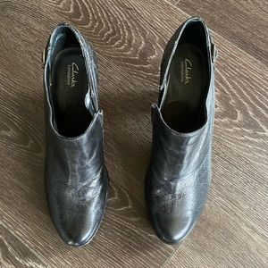 Like new Clarks ankle boots